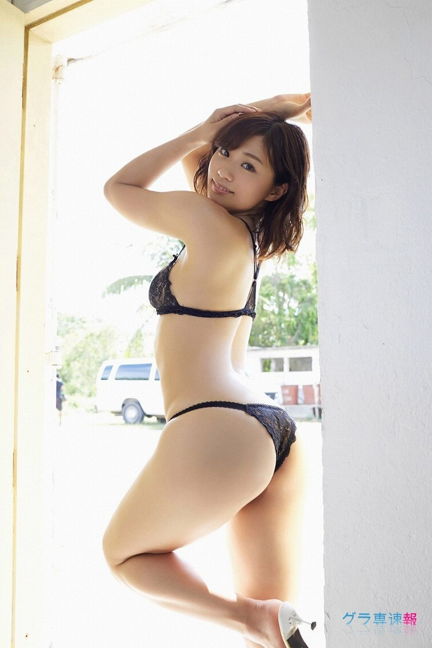 安枝瞳のお尻グラビア
