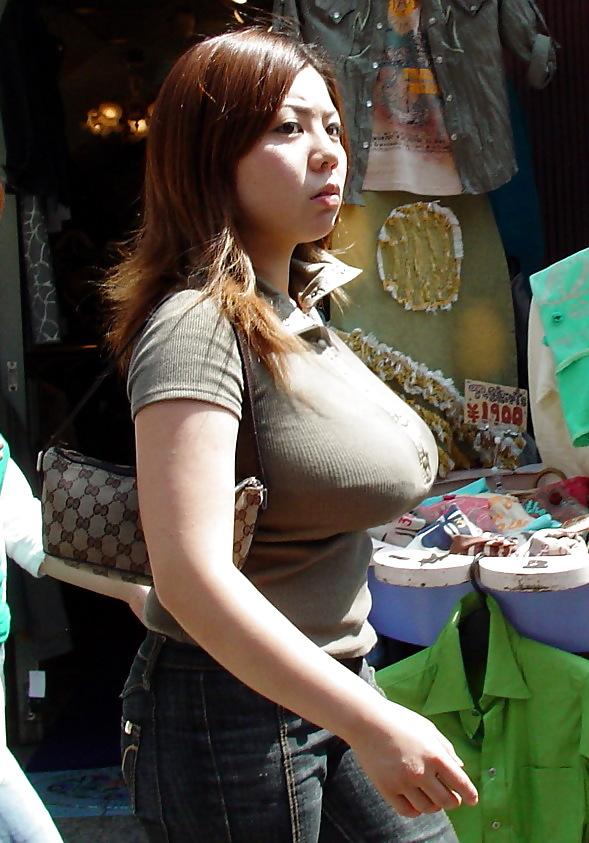爆乳女の着衣横乳