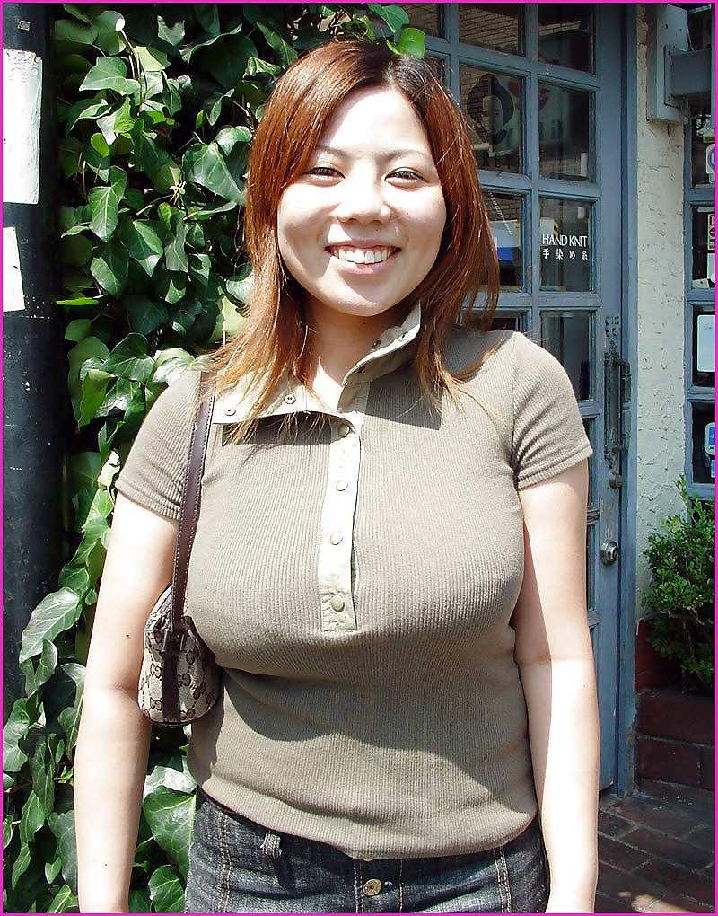 爆乳女の着衣おっぱい