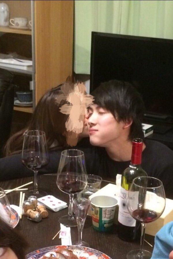 女の子にキスされてる加藤凌平