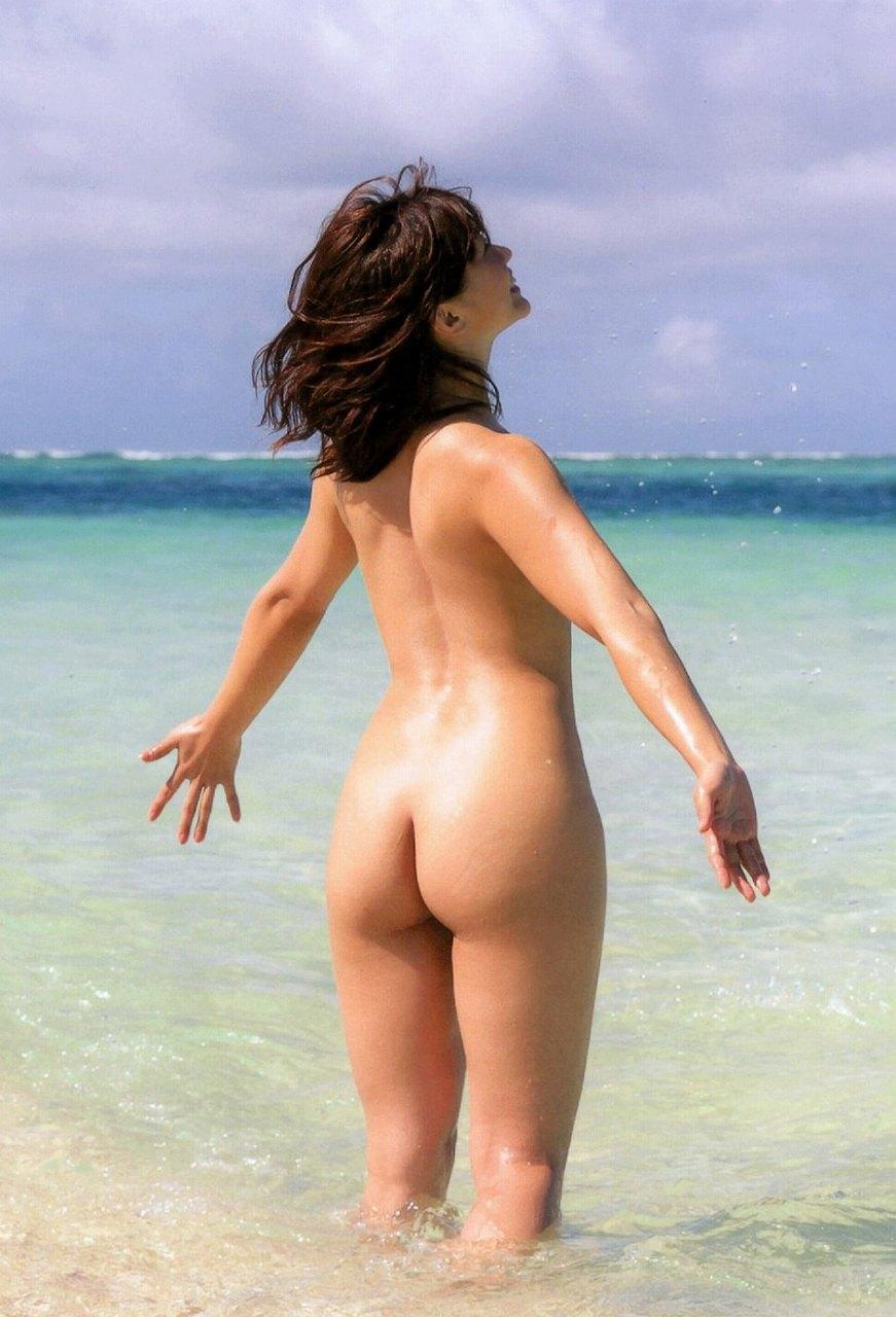 安枝瞳の写真集「ひとみしり」画像、全裸の安枝瞳の丸出しお尻