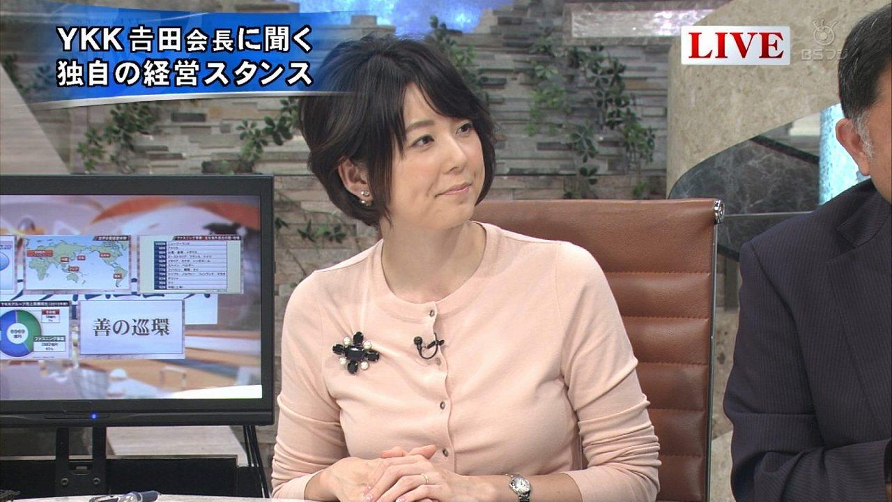BSフジの「プライムニュース」でラインの出やすい服を着た秋元優里アナの着衣おっぱい
