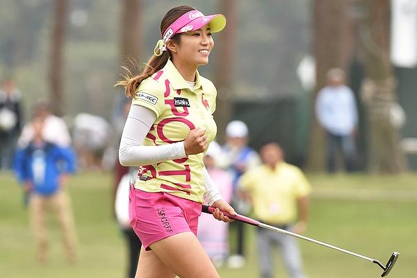 女子プロゴルファー、イ・ボミの着衣おっぱい