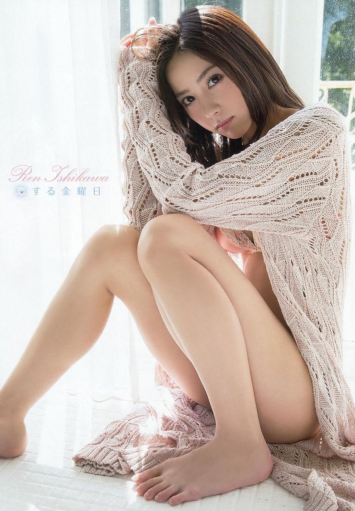 石川恋のグラビア