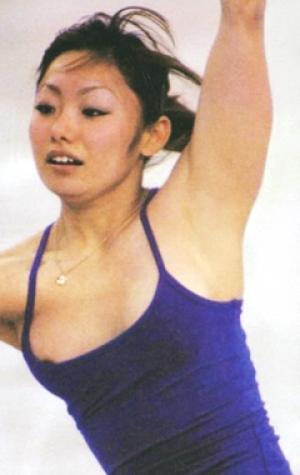 衣装から乳首ポロリしている安藤美姫