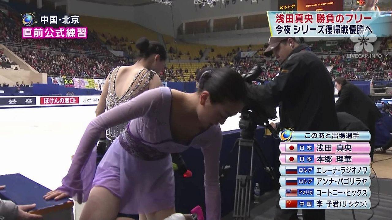 衣装から乳首ポロリしそうでしない浅田真央