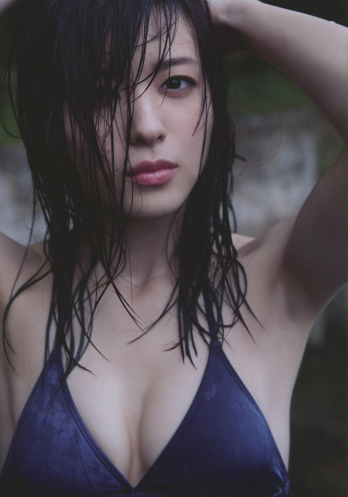写真集「Nobody knows 23」水着姿でずぶ濡れの矢島舞美