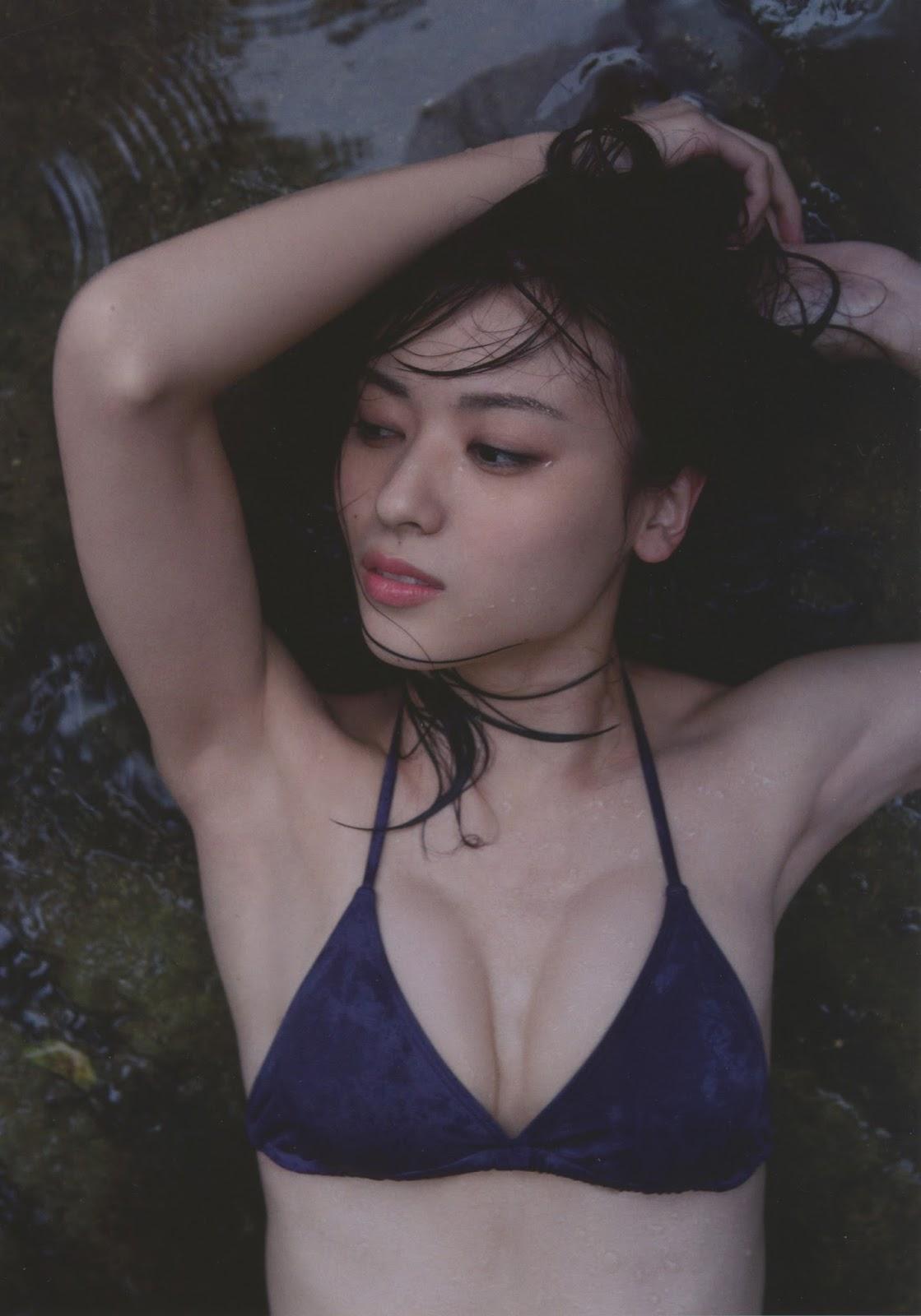 写真集「Nobody knows 23」水着姿の矢島舞美