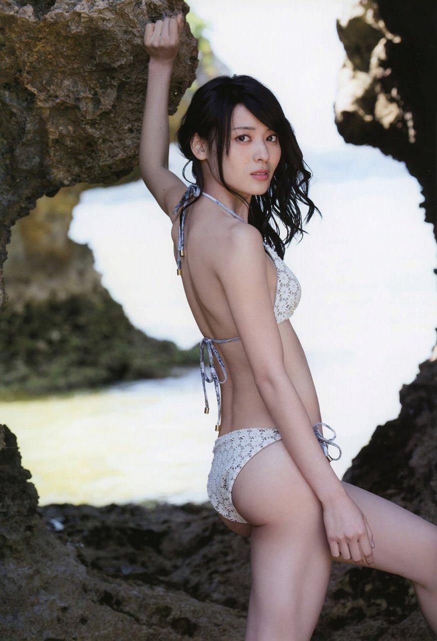 写真集「Nobody knows 23」水着を着た矢島舞美の後ろ姿