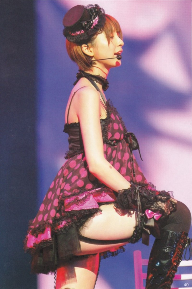 セクシー衣装でムチムチ太もも丸出しの篠田麻里子