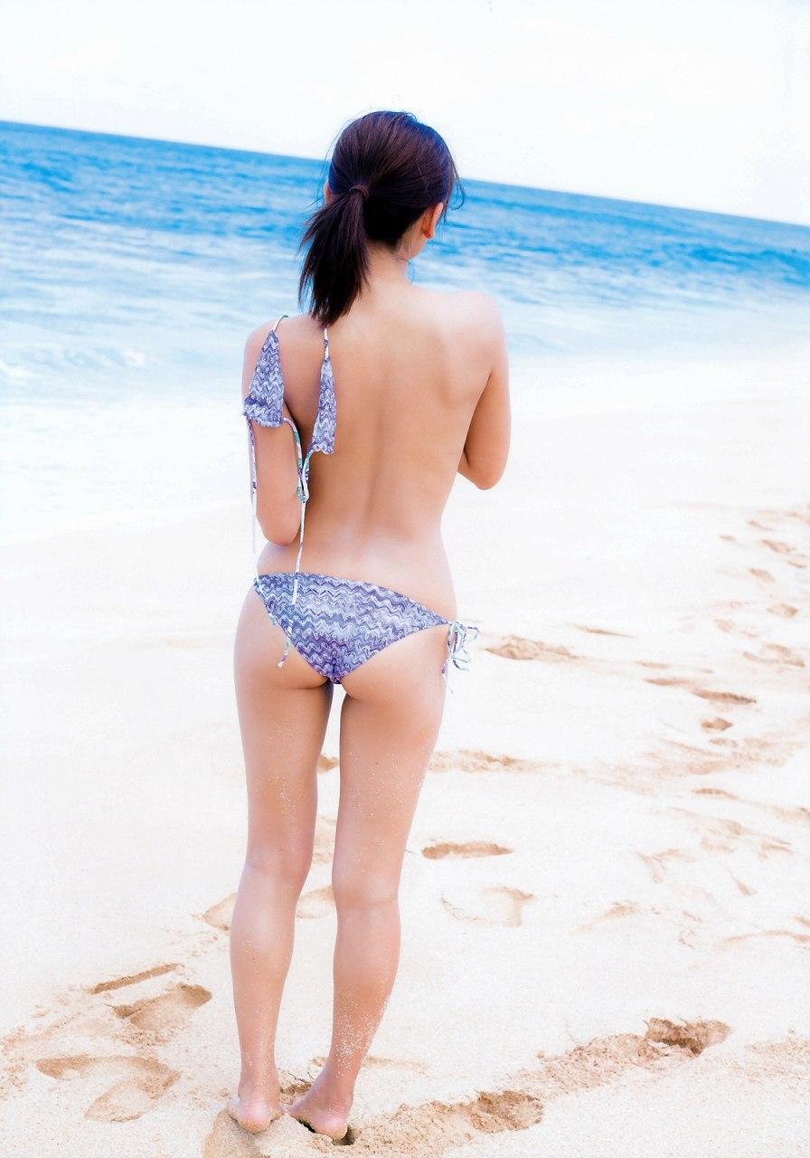 久松郁実のファースト写真集「La iku」、水着姿の久松郁実