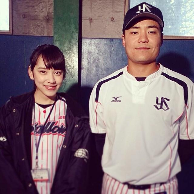 都丸紗也華と野球選手のツーショット