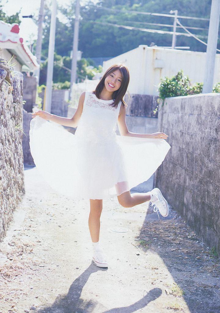「ビッグコミック スピリッツ 2014年 11/10号」、岡副麻希のグラビア
