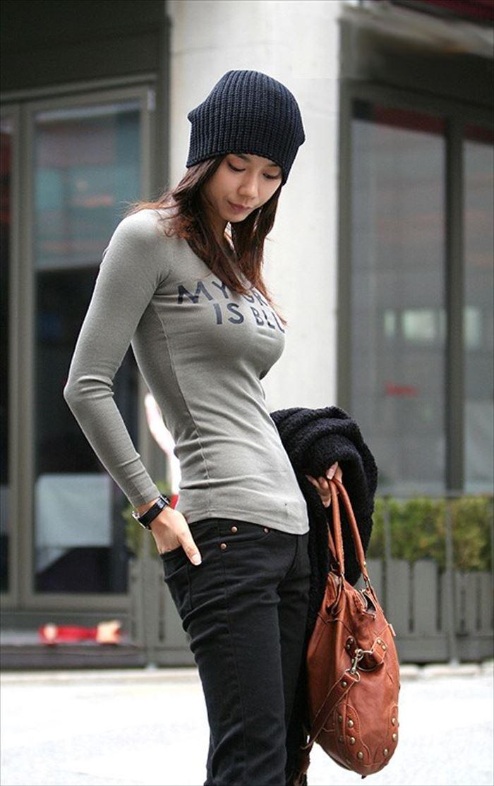 ロケット乳女の長袖Tシャツ着衣おっぱい