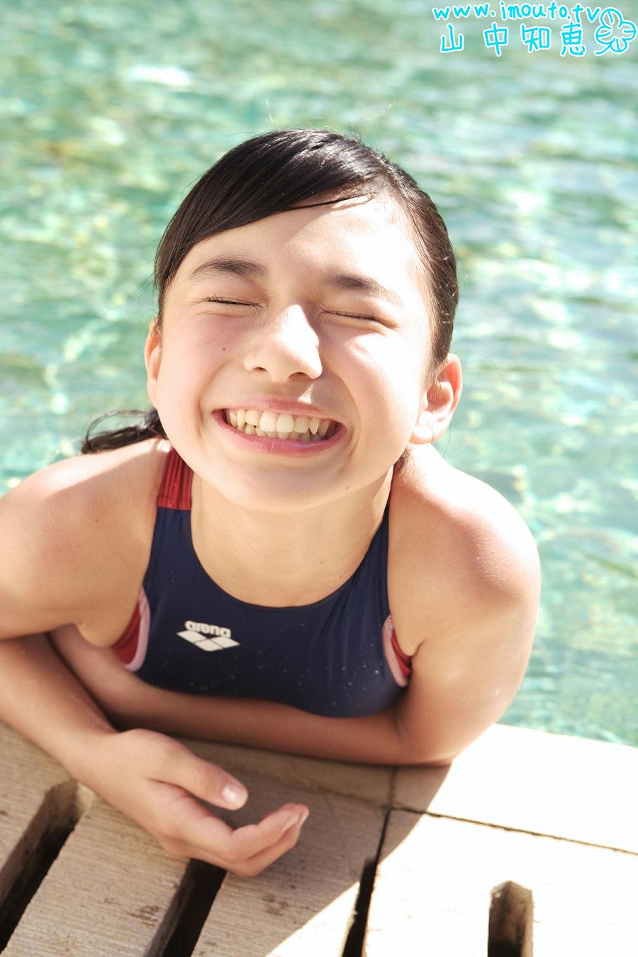山中知恵の競泳水着グラビア