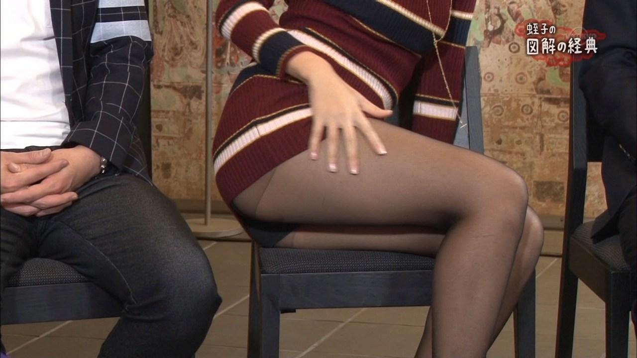 テレ東「蛭子の図解の経典」でミニスカワンピースで座ってパンチラしてる倉持由香