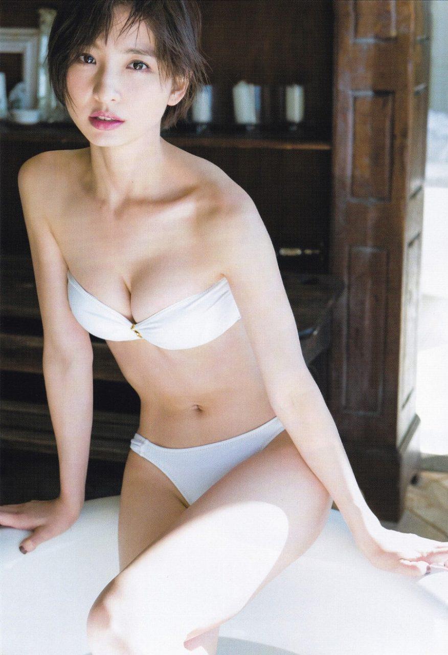 「ヤングジャンプ 2016年 1/22号」篠田麻里子のラスト水着グラビア