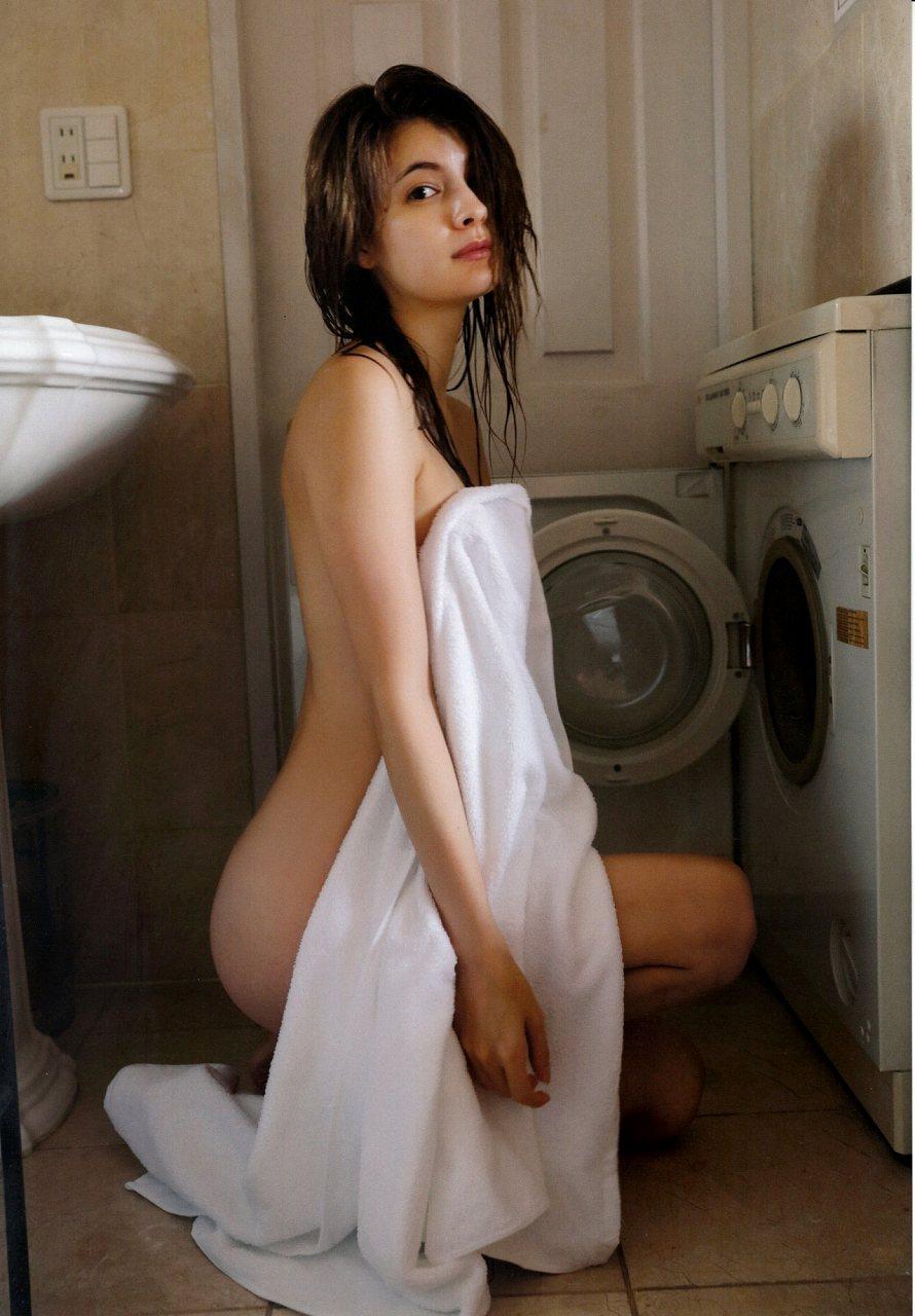 写真集「Your まぎー 」画像、マギーのセミヌード