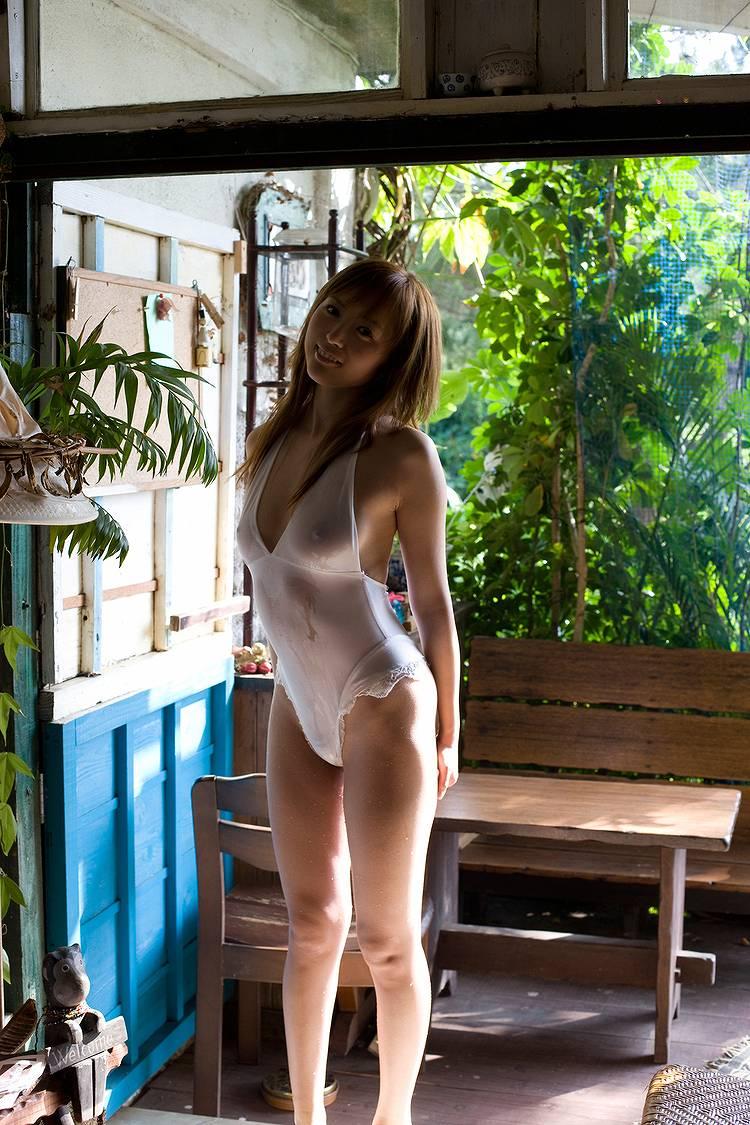 並木優の透けた勃ち乳首