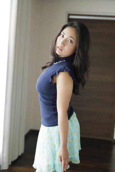 紗綾の着衣おっぱいグラビア