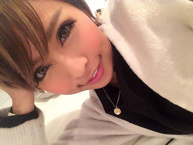 黒ギャルAV女優・泉麻那の自撮り画像