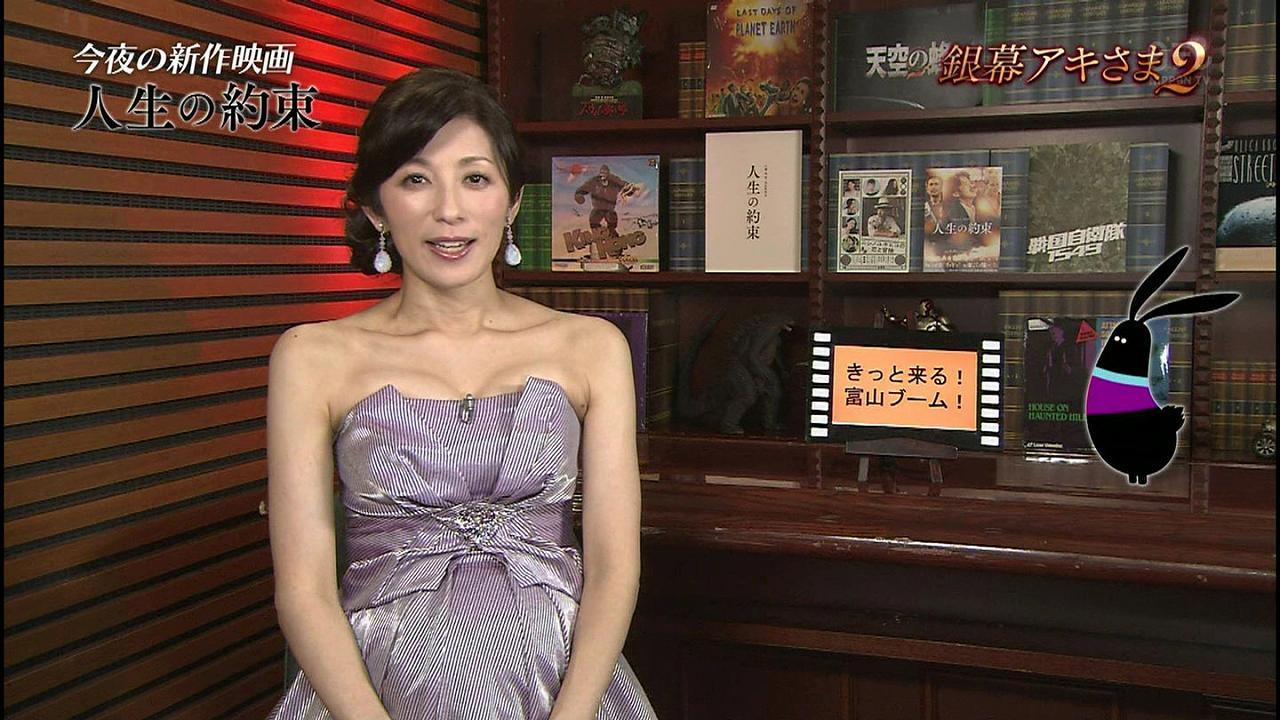 日テレ「銀幕アキさま!」にデコルテ丸出しドレスで出演した妊娠中の中田有紀アナ