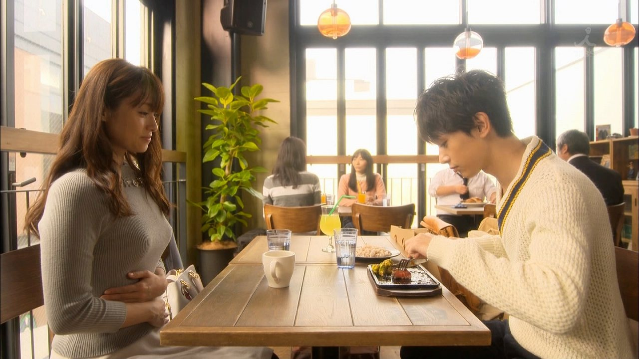 TBSドラマ「ダメな私に恋してください」でニットを着た深田恭子の着衣巨乳