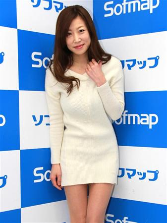 DVD「艶美~えんび~」の発売記念イベントでソフマップに登場した川原洋子