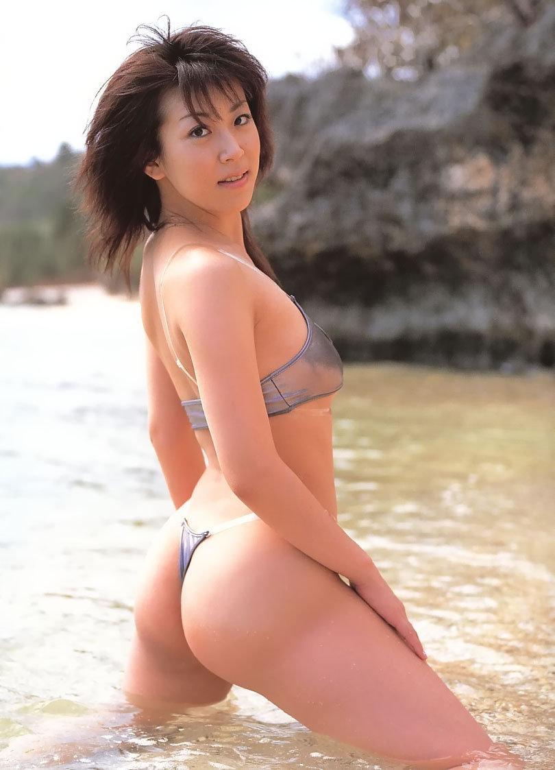 川原洋子のTバック水着グラビア