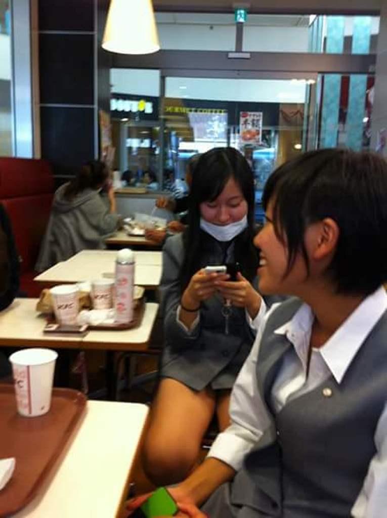 タイトミニスカートの制服を着てパンチラしまくる慶應女子高校のJK