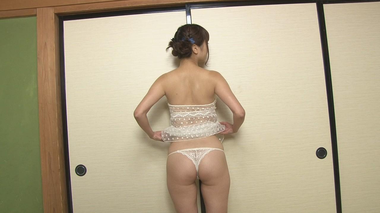 DVDで変態Tバック下着を着た浜田翔子のお尻