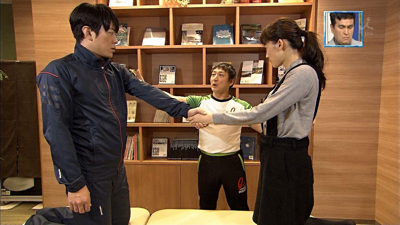 TBS「ぴったんこカン・カン」で安住紳一郎アナと手をつなぐ綾瀬はるか