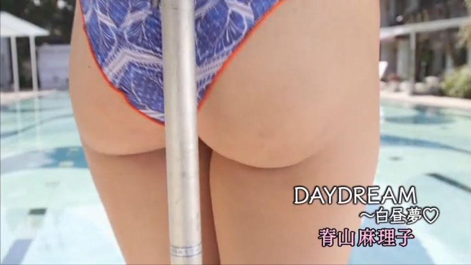 脊山麻理子のイメージビデオDVD「DAY DREAM 白昼夢」キャプチャ画像、小さい水着が食い込んだ脊山麻理子のお尻