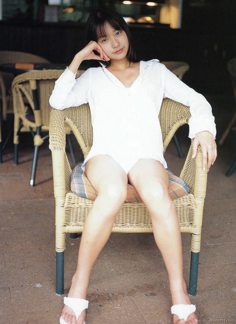 戸田恵梨香の白ワンピース水着グラビア