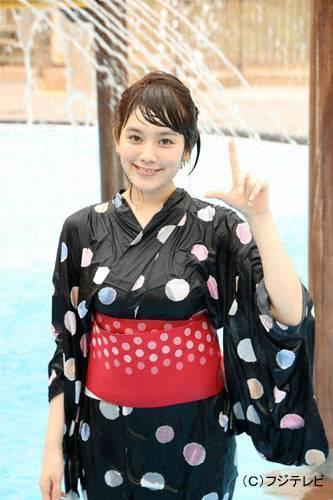 浴衣を着てびしょ濡れになった筧美和子