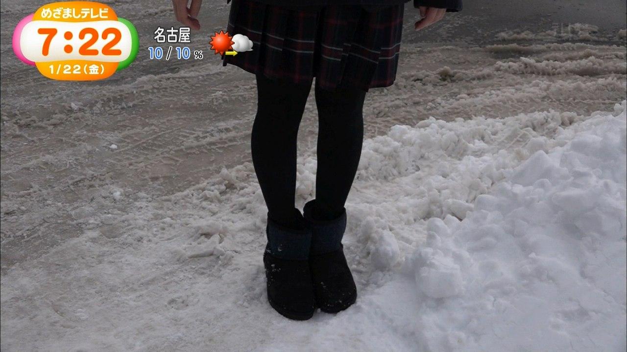 フジ「めざましテレビ」真冬にミニスカートで生足の女子高生特集、制服スカートに黒タイツを履くJK
