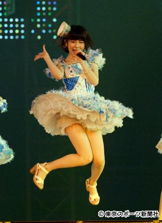 ステージ衣装で太もも丸出しの島崎遥香