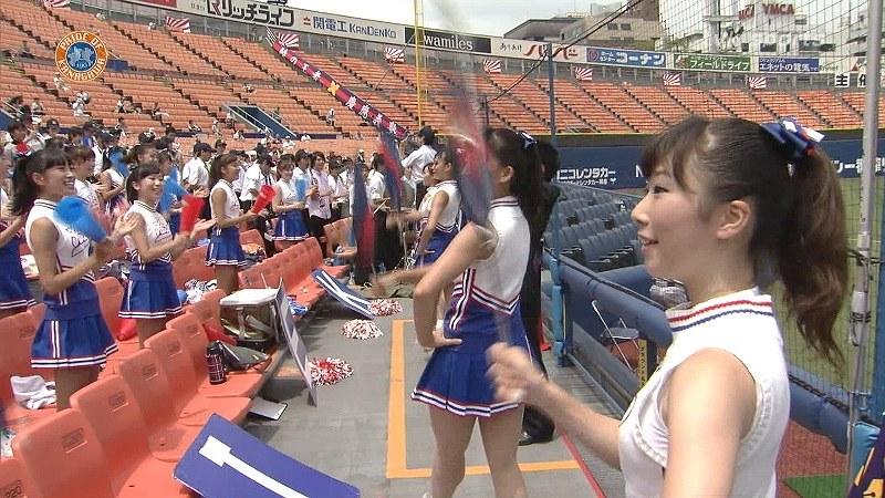 慶應義塾高校を応援するミニスカJKチアガール