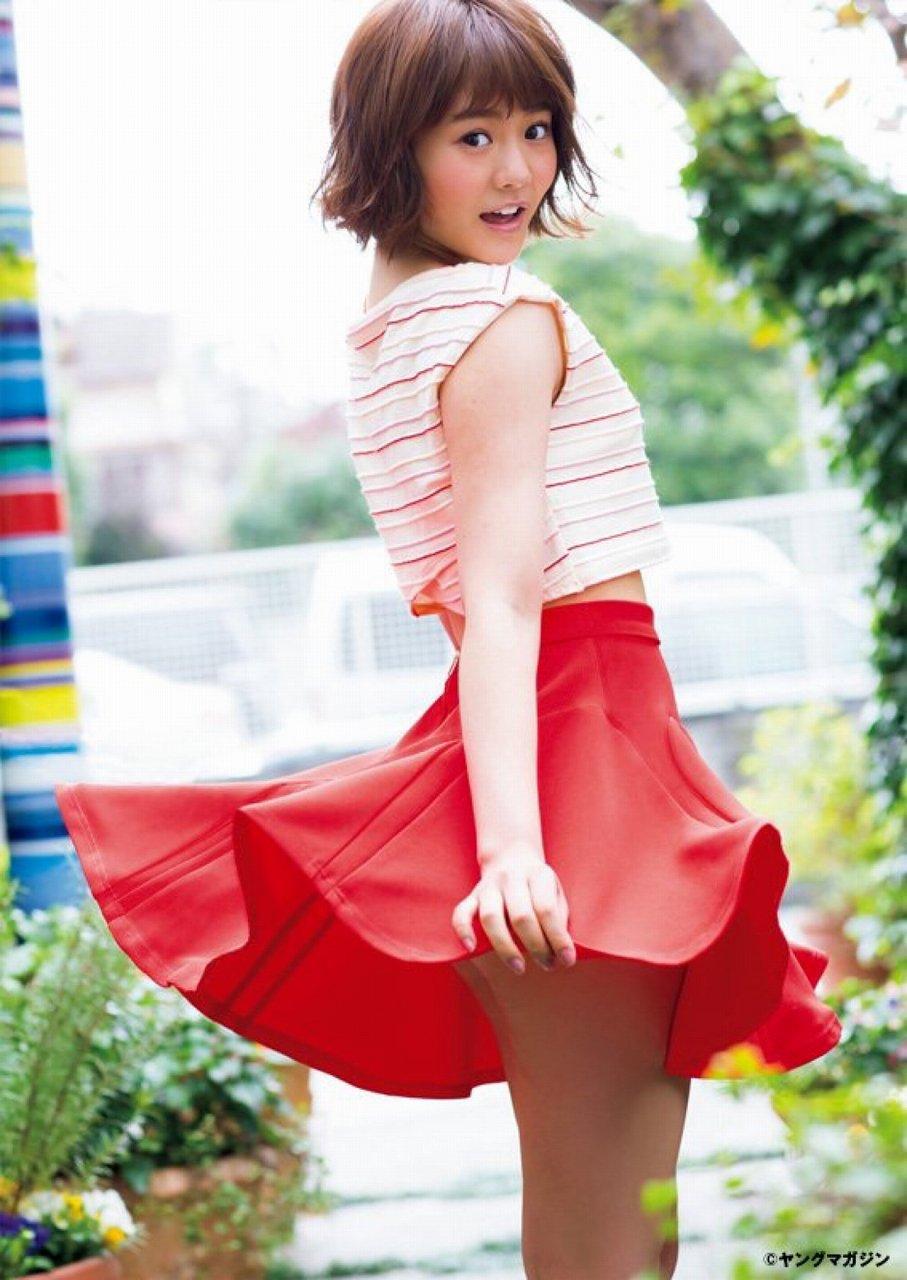「月刊ヤングマガジンNo.2 01/20」穴井千尋のミニスカート太ももグラビア