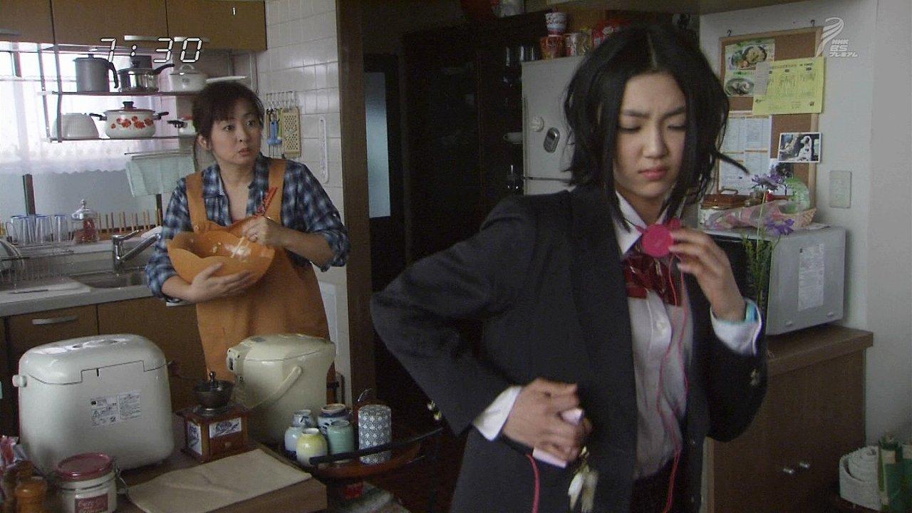 NHK朝の連続テレビ小説「おひさま」に出ている山谷花純(キャプチャ画像)