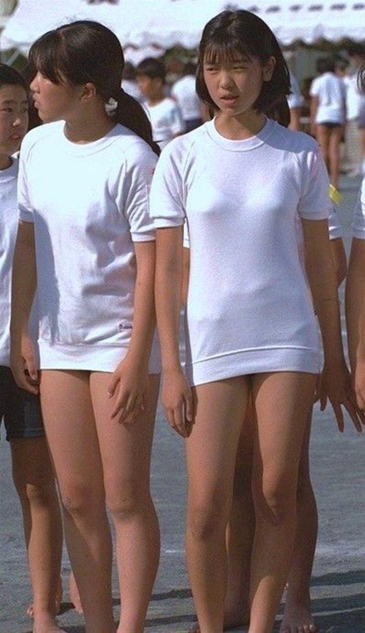 体操服にブルマの女の子