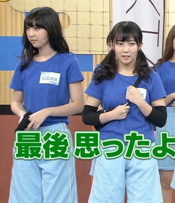 Tシャツを着た松岡菜摘と矢吹奈子の着衣おっぱい