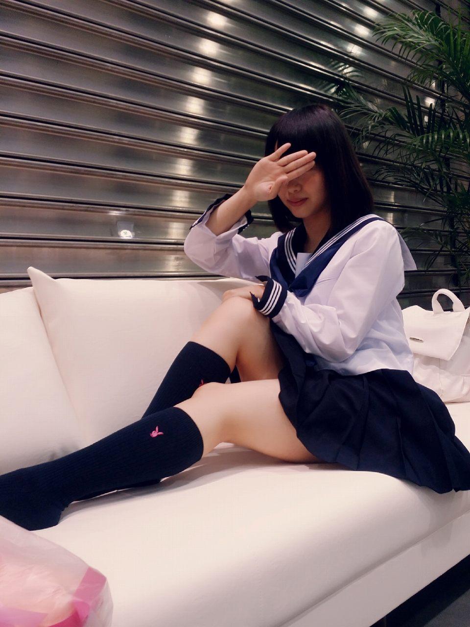 セーラー服を着た松村香織