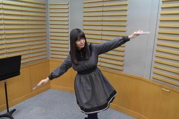 ワンピースを着た竹達彩奈の着衣巨乳