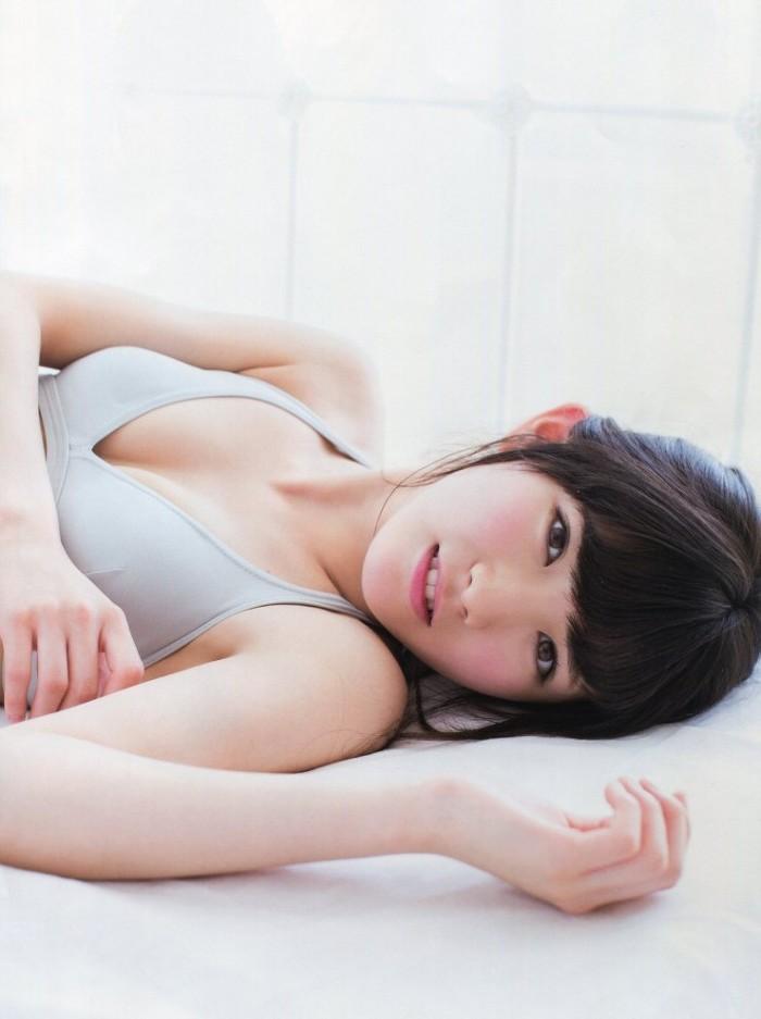 AKB48・岡田奈々の水着グラビア