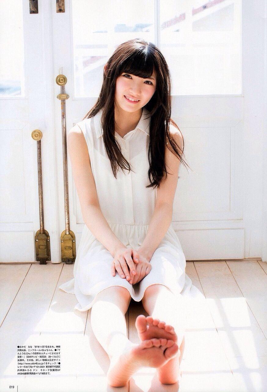 AKB48・岡田奈々のグラビア