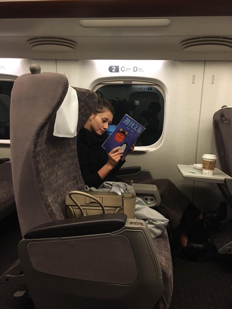 週刊文春のベッキー・ゲスの極み乙女。不倫記事をがっつり読むダレノガレ明美
