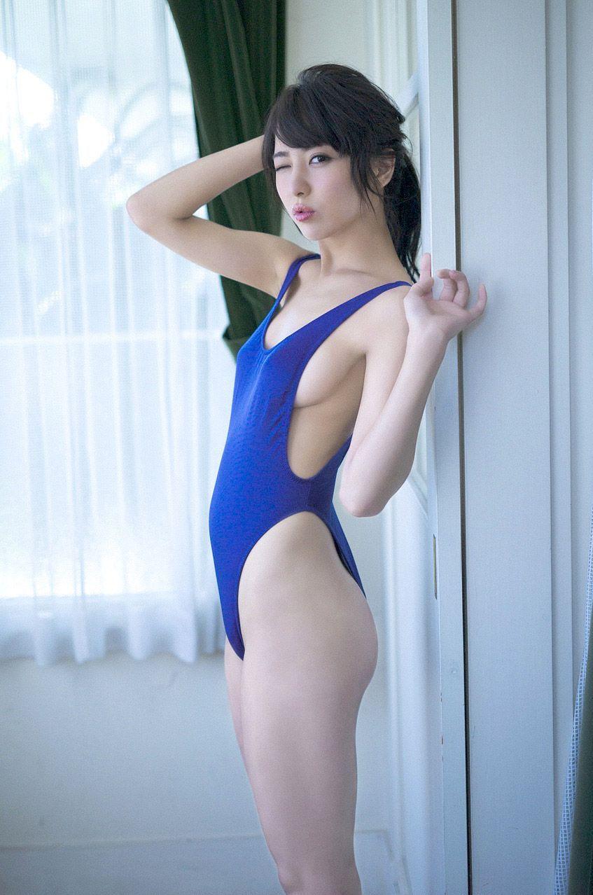 石川恋の乳首ポチしてるスクール水着グラビア