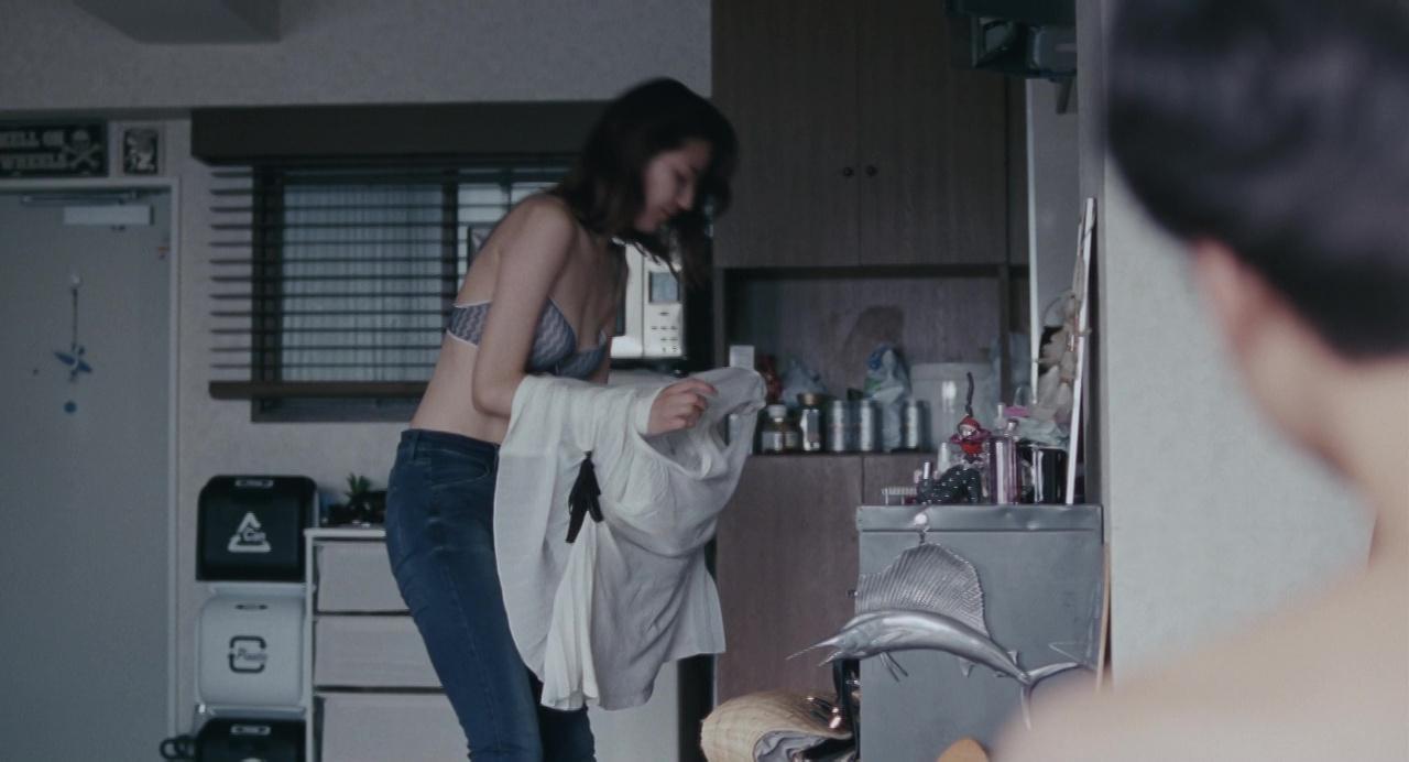 映画「海街diary」、長澤まさみのブラジャーおっぱい