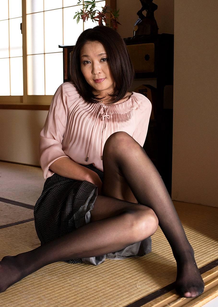 熟女AV女優・志穂里のグラビア